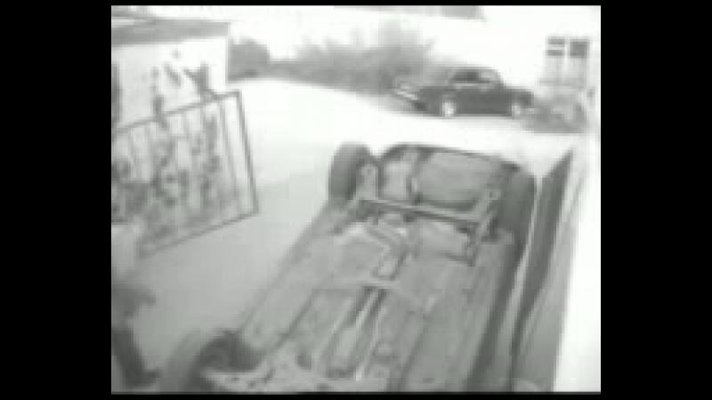 Телка заeзжает в гараж mp4
