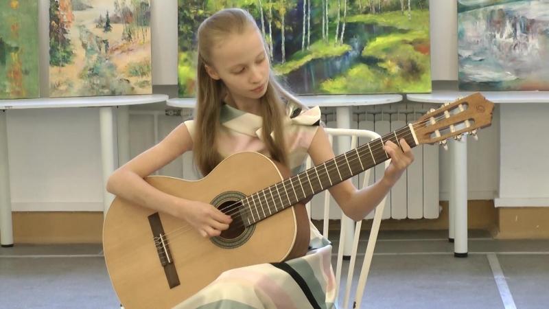 Концерт на выставке в политехе, Юля, гитара