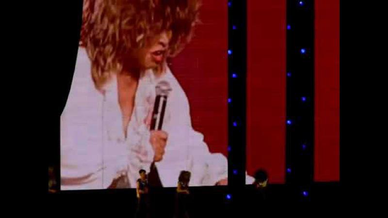 Tina Turner, Tom Cruise Katie Holmes (2 Dec. 2008, New York City, Madison Square Garden)