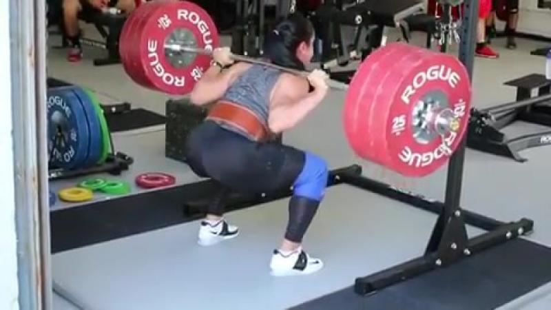 Стефани Кохэн приседает 170 кг на 5 раз