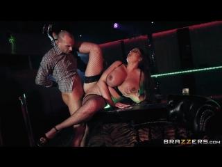 [Brazzers] Emma Butt & Stirling Cooper – My Stripping Stepmom