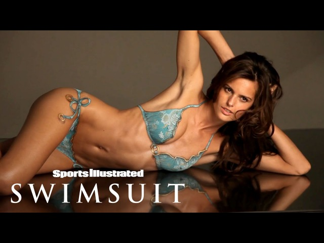 Izabel Goulart Takes On Body Painting For The First Time Sports Illustrated Swimsuit