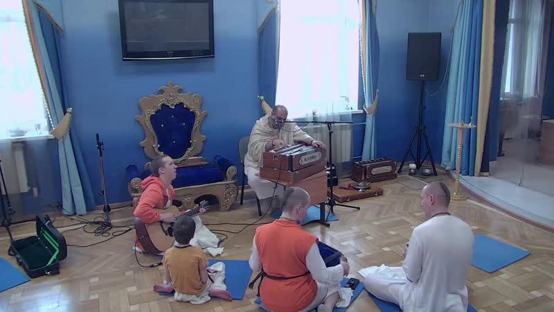 Киртан На Восскресной Программе Шри Анирудха дас