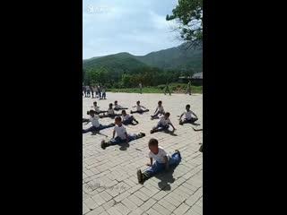 Супер видео: Это не реальное крутое видео года. Китайские мальчики в отличной спортивной форме. Мотивация бодибилдинг тренировки