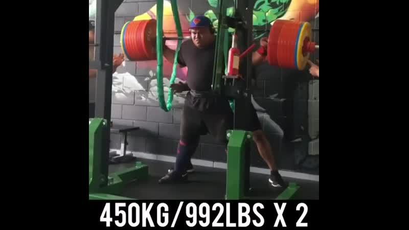 Джеза Уепа приседает 450 кг на 2 раза