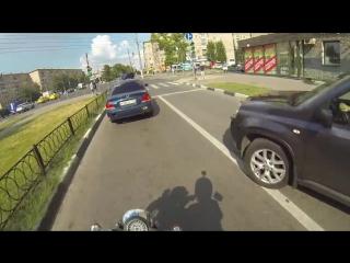 Неуловимая девчонка на мотоцикле против мусора.mp4