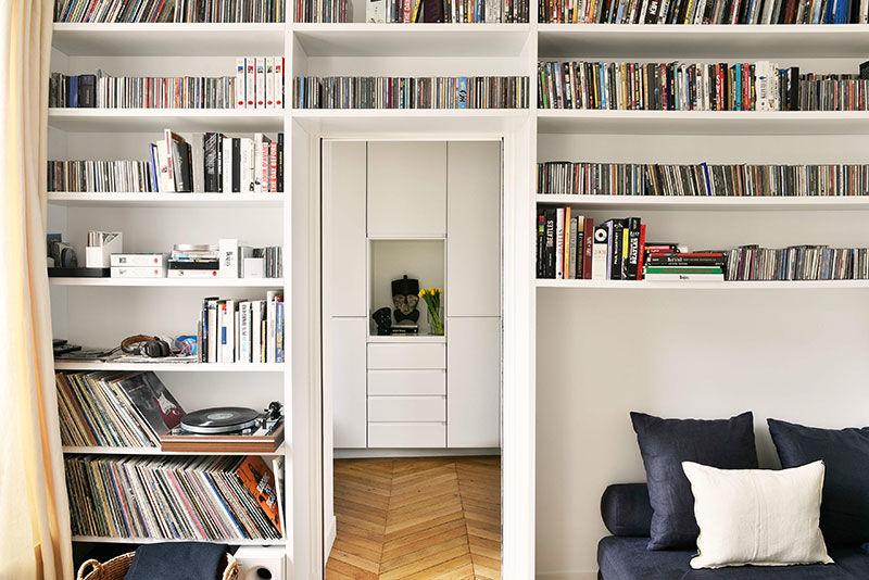 Изящный интерьер квартиры для двух путешественников в Париже