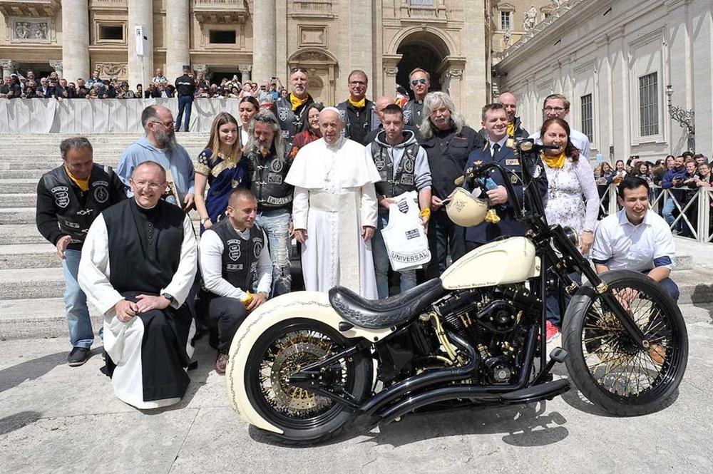 Харлей Папы Римского продадут с аукциона