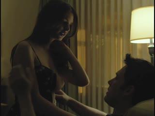 Бен Аффлек целует грудь Ратаковски Эмили в фильме Исчезнувшая 18 Измена секс порно эротика красивые сиськи