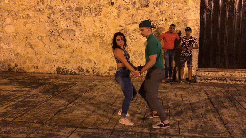 Bailando Bachata Carolina Junior Sueco y El Conejo Sacame el alma Robin Cariño