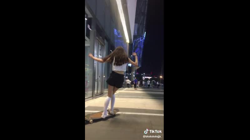 Трюки и танцы на лонгборде (tiktok)