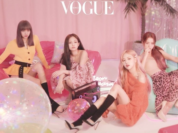 Vogue Korea on Instagram KillThisLove 로 컴백하자마자 유튜브 1억 뷰를 달성하며 인기 고공 행진을 이어가는 블랙핑크💕 며칠 전 와 함께한 특별한 화보 촬영 현장을 공개합니다 네 소녀의 사랑스러운 매력을 담은 화보는 보그 7월호