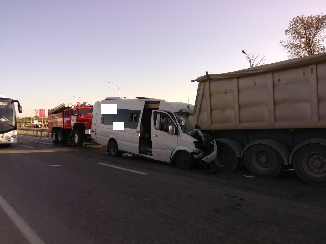 На Ставрополье столкнулись грузовик и микроавтобус, есть жертвы