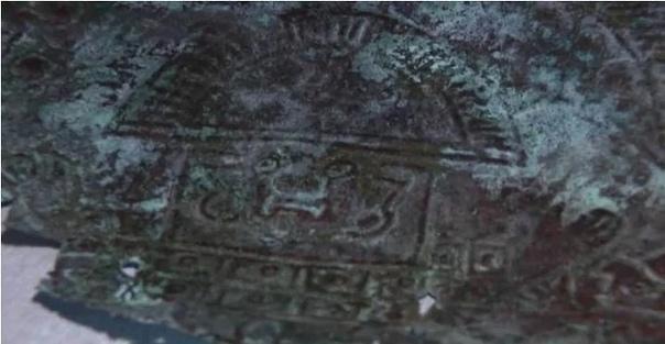 Во Флориде обнаружена 10000-летняя маска из внеземного металла Во Флориде совершенно случайно была обнаружена маска, возраст которой насчитывает 10000-12000 лет. Она сделана из внеземного