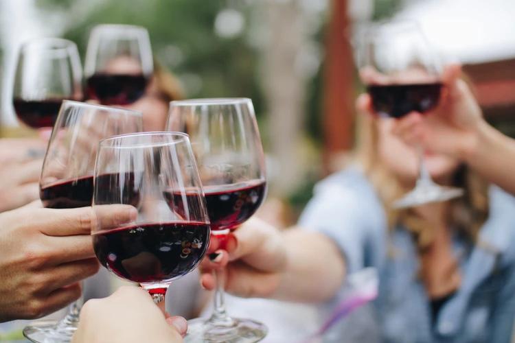 Каждый четвёртый не знает, что вино может содержать продукты животного происхождения, изображение №1
