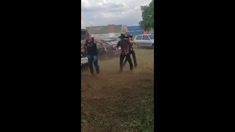Танцуют фсе