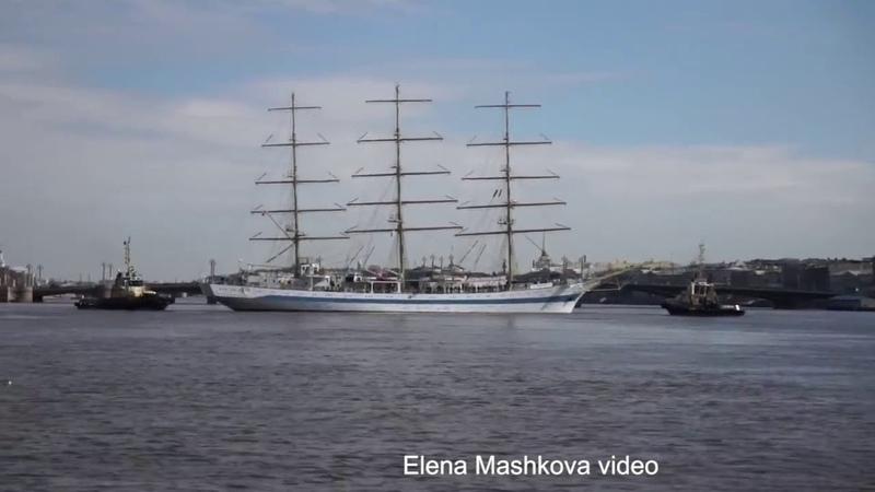 Frigate Mir leaves Фрегат Мир уходит из Петербурга