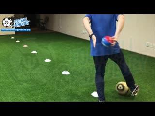 Как усложнить простые упражнения  с мячом на фишках Добавляем 2-ю и 3-ю плоскости.
