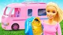 Видео для детей. Кукла Барби едет на каникулы с игрушками!