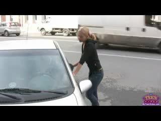 Lara Page MyTeenVideo Девочка очень хочет ещё покататься на спортивной машине