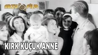 Kırk Küçük Anne | Göksel Arsoy & Fatma Girik - Siyah Beyaz Filmler