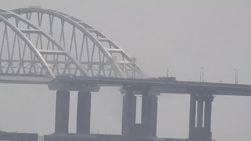 Очень сильный ветер на мосту,но работа идёт!