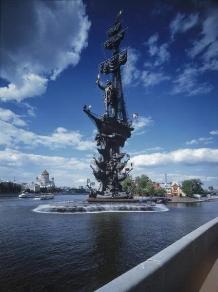 Петр I с нами уже 22 года самый высокий и самый неоднозначный памятник столицы установили 5 сентября 1997 года на насыпном острове Включен в список самых уродливых монументов мира, где занимает