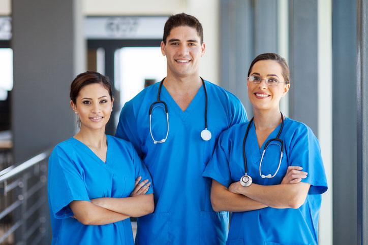 Какие процедуры по уходу выполняет медсестра?