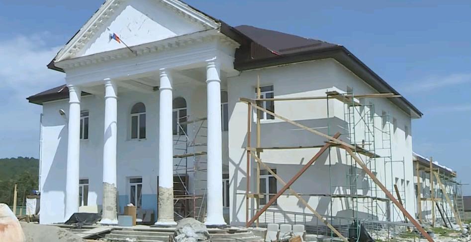 В Курджиново полным ходом идет ремонт Дома культуры