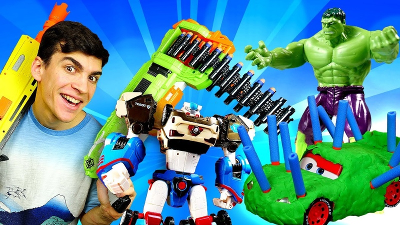 Compilation de vidéos avec les jouets pour garçons. Transformers, super-héros et Nerf blaster.