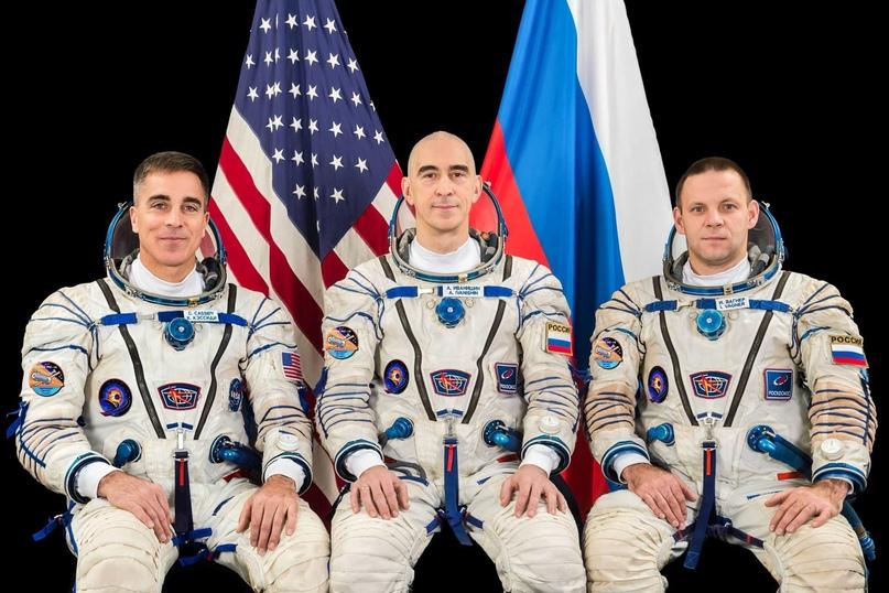 Экипаж МС-16 слева направо: Кристофер Кэссиди (NASA), Анатолий Иванишин (RSA) и Иван Вагнер (RSA). Кредит НАСА