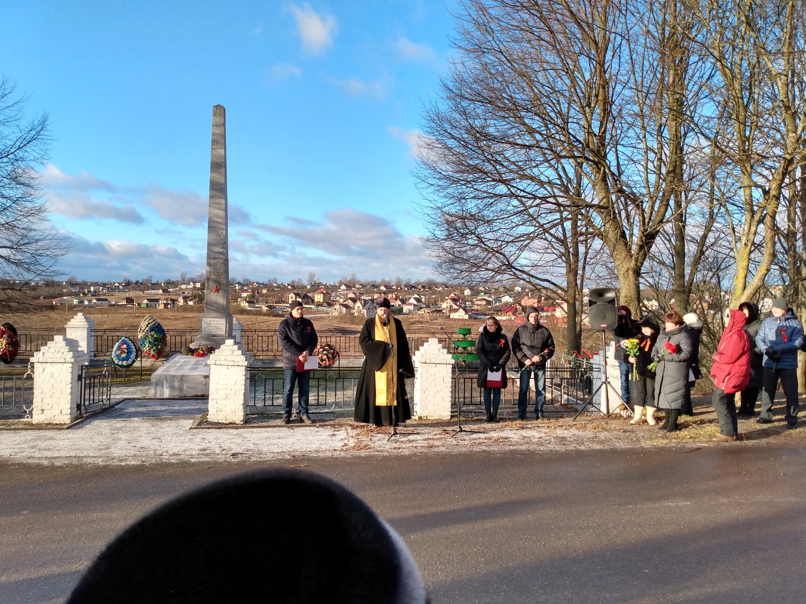 Сегодня у братской могилы на станции Антропшино состоялся торжественно-траурный митинг, посвященный 76-й годовщине полного освобождения станции от немецких захватчиков.