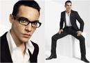 В сво время Джонатан работал моделью и даже становился лицом мужских линий одежды Versacе