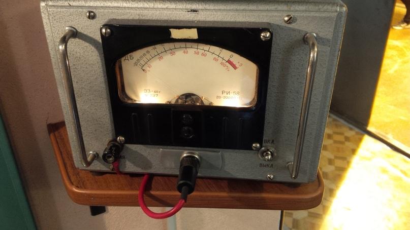 Индикатор уровня РИ-58 с серийным номером 48 в экспозиции музея связи МТУСИ