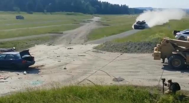 Tank vs BMW E36