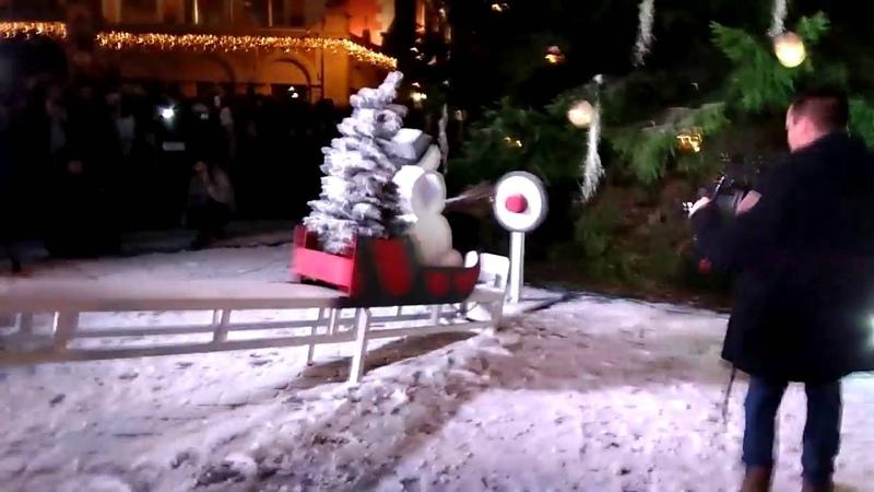 В Риге зажгли елку при помощи машины Руба Голдберга