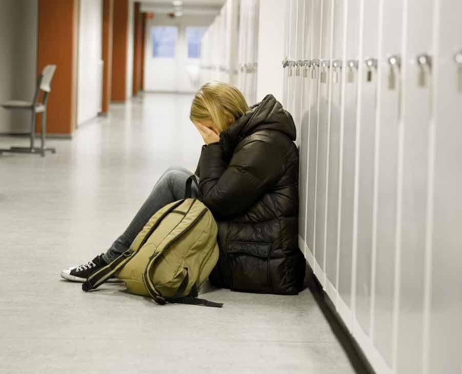 Учащиеся, которые рискуют не получить высшее образование из-за таких проблем, как депрессия, могут получить пользу от продолжения средней школы.