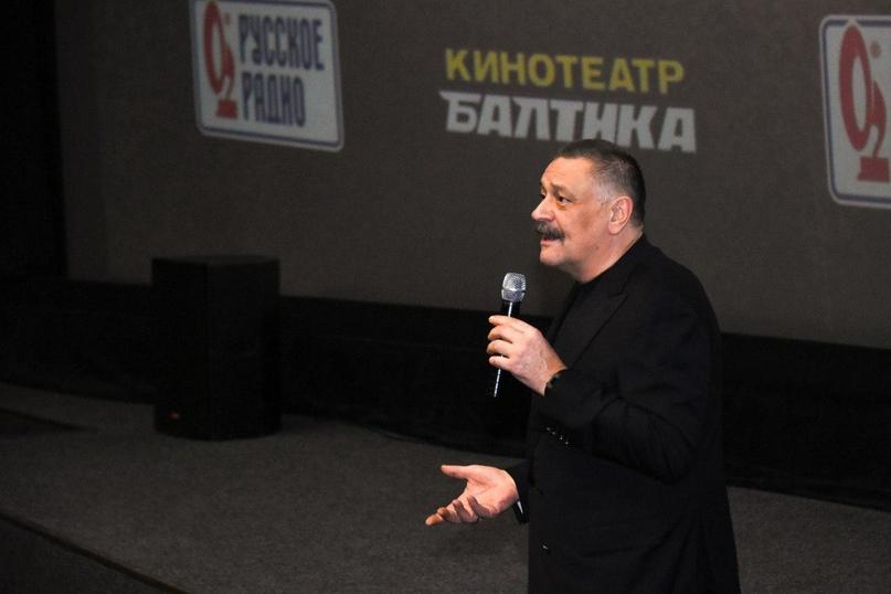 На премьере фильма «Дикая лига» сотрудники кинокомпании «Союз Маринс Групп» встретились с актёром Дмитрием Назаровым