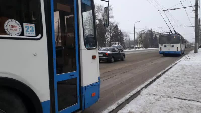 Троллейбус 301- ЗиУ 682Г 016.04, маршрут 8 . Троллейбус 242- ЗиУ 682Г 016.02 , маршрут 1. Троллейбус 193- ЗиУ 682Г 016.04 , марш