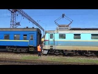 Смена локомотива ЧС2-017 на ЧМЭ3-1391 по ст.Новомосковск-Днепровский