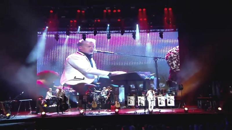 Whole lotta shakin' goin' on (Stadium Live)