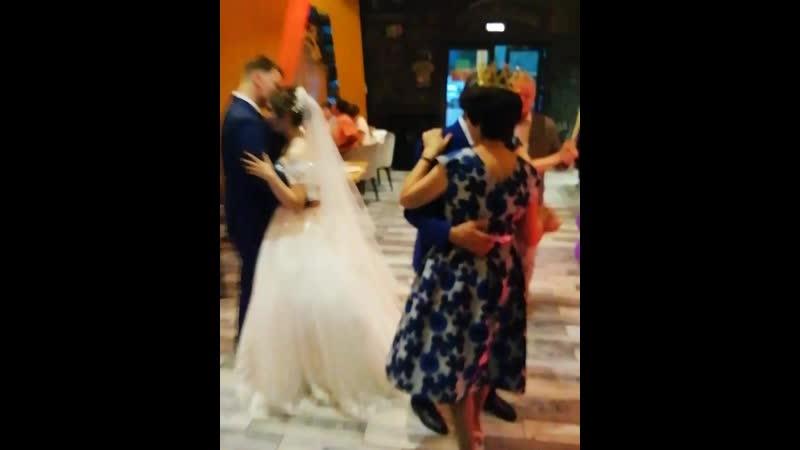 Новобрачные Роман и Эмилия и самые важные гости любимые родители тамада Алина ведущийуфа тамадауфа ведущийнасвадьбу свад