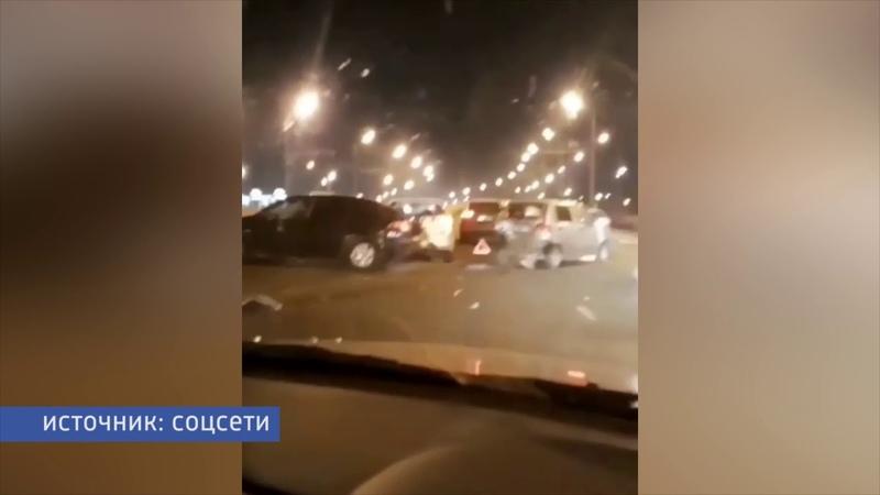 В центре Казани произошла массовая авария с участием шести машин