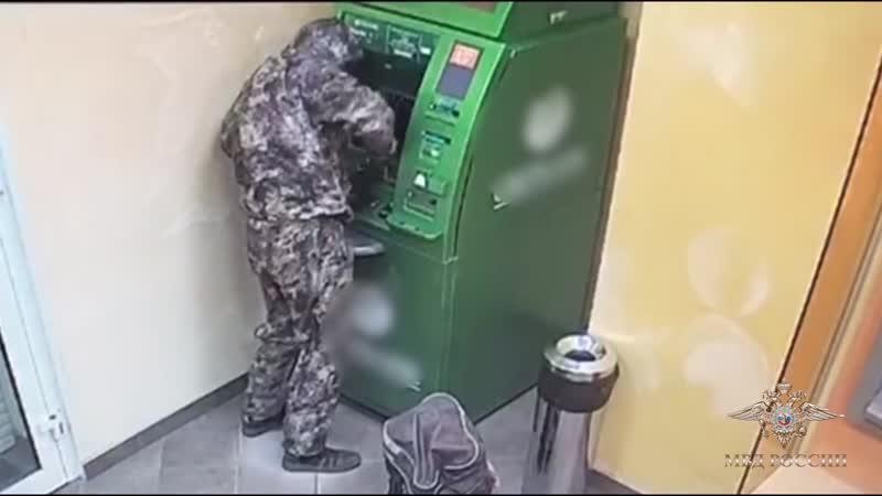 полицейские задержали подозреваемых в краже денег из банкомата в Маслянино