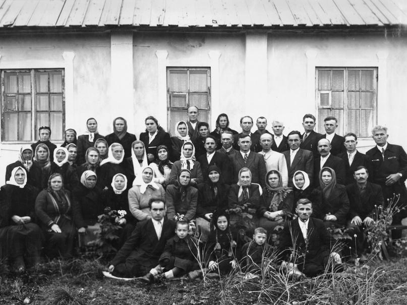 После собрания у дома Лапокныш Г.С. 1954 год