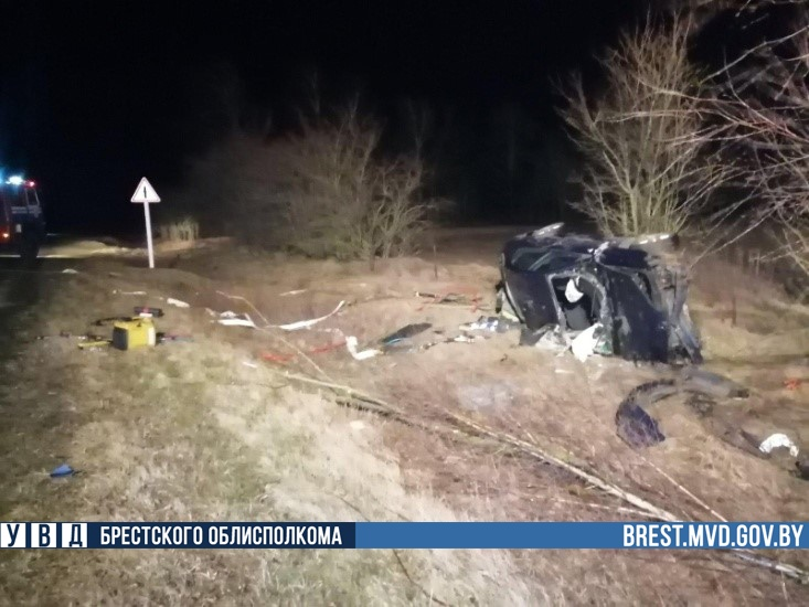 В Дрогичинском районе в ДТП пострадал пьяный водитель: его автомобиль перевернулся