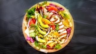 Салат с куриной грудкой, авокадо и цитрусовыми