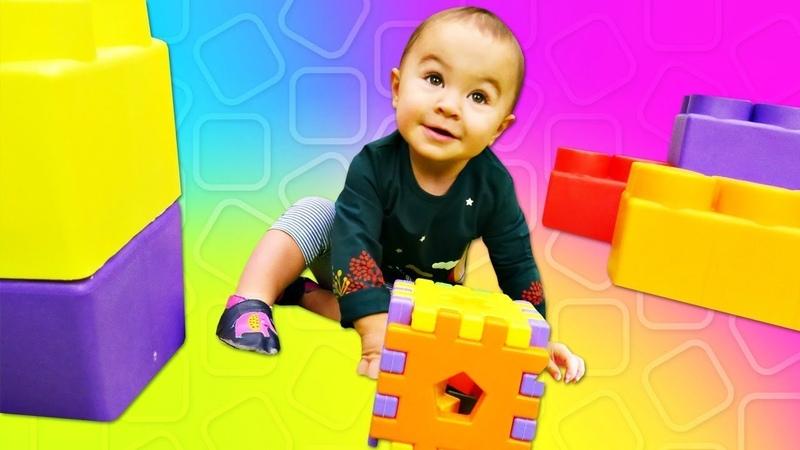 Um Cubo Mágico Dada brinquedos Vídeo educacional com brinquedos para bebés