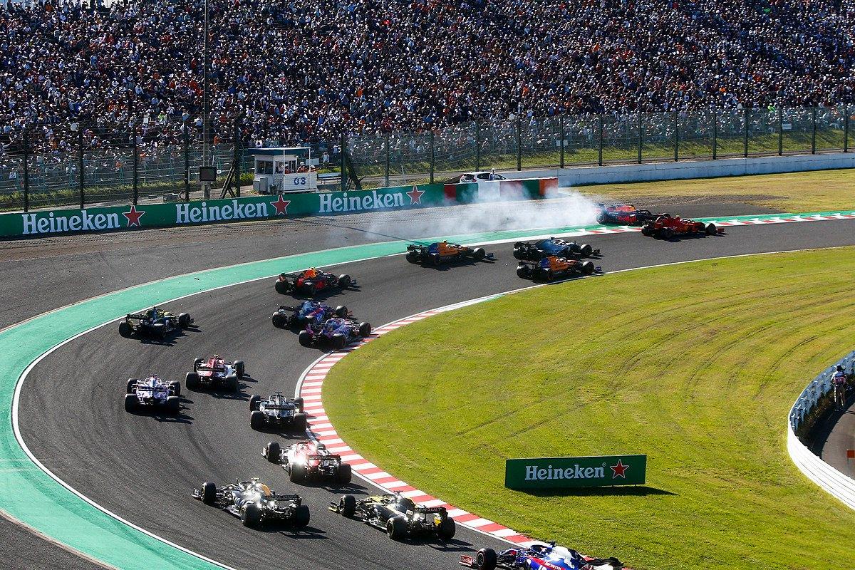 Контакт Леклера и Ферстаппена в первом повороте гран-при Японии 2019 года