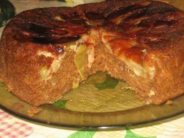 Пирог с яблоками и сгущёнкой в мультиварке.